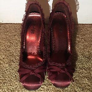 Burgundy heels size 6 brand new